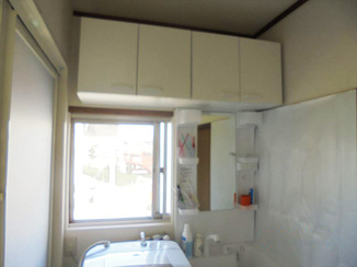 バスルームリフォーム 吊戸棚を設け収納を拡大。空間もスッキリした洗面スペース