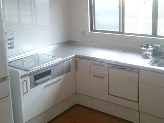 キッチンリフォーム お手入れがしやすく、収納も増え動作が楽になったキッチン