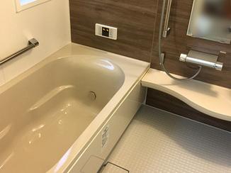 バスルームリフォーム 入口を引戸にすることで、使いやすくなった浴室