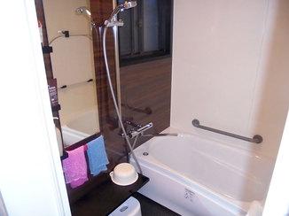 バスルームリフォーム 浴室全体が温かく、イメージもがらっと変わったバスルーム