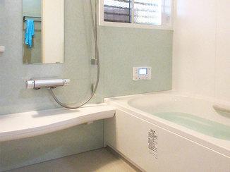 バスルームリフォーム お手入れが手軽にでき、見た目もキレイにまとまったバスルーム