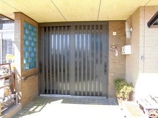 エクステリアリフォーム 体が不自由な母でも開けやすく、外出がしやすくなった玄関ドア