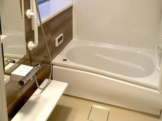 バスルームリフォーム 手すりを付け老後も安全に使える暖かな浴室
