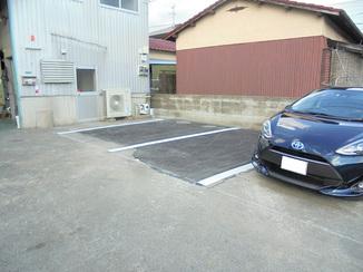 エクステリアリフォーム 倉庫を解体し2台分の駐車場を増設