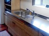 キッチンリフォーム剥がれにくい素材の扉になり、お手入れしやすくなったキッチン