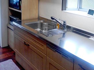 キッチンリフォーム 剥がれにくい素材の扉になり、お手入れしやすくなったキッチン