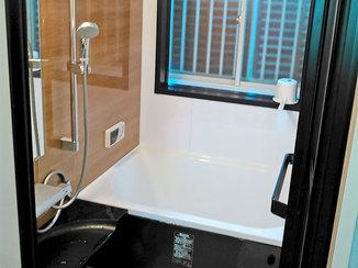 バスルームリフォーム タイルからパネルになり、お掃除がしやすいバスルーム