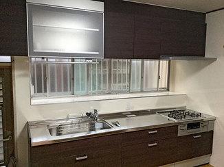 キッチンリフォーム 乾燥機付きダウンウォールで快適に使えるキッチン