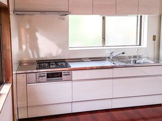 キッチンリフォーム 白を基調にした明るく清潔感のあるLDK
