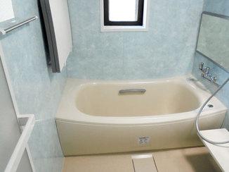 バスルームリフォーム 清掃性アップ!青とベージュの組み合わせがマッチした浴室