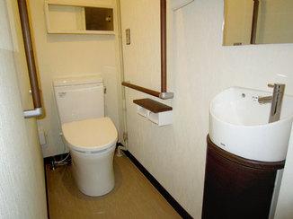 トイレリフォーム フラットな床で高齢の方でも安心して使える洋式トイレ