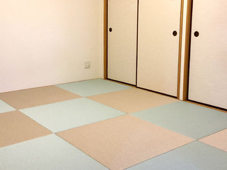 内装リフォーム 青磁色と灰桜色の畳で市松模様にしたスマートな和室