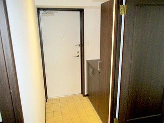 内装リフォーム リアテックシートとクリーニングで明るく生まれ変わった玄関