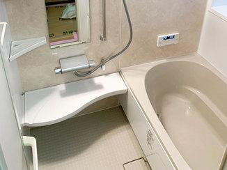 バスルームリフォーム 断熱仕様で抜群の温かさ!滑りにくい床で安心のバスルーム