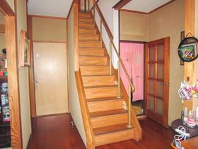 内装リフォーム老後も安心して昇り降りできる手すりつき階段