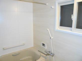 バスルームリフォーム 高齢の母も入りやすい、あたたかく使い勝手の良い浴室