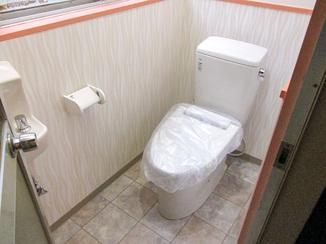 トイレリフォーム 土足での利用を想定したテナント向け洋式トイレ