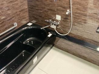 バスルームリフォーム 重厚なカラーで高級感のある浴室リフォーム