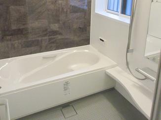 バスルームリフォーム 床・壁・天井に断熱材が入った保温性の高いお風呂