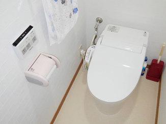 トイレリフォーム シンプルなデザインで広く明るい空間になったトイレ