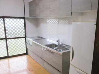 キッチンリフォーム 手の届く使いやすい高さに吊戸棚がついたキッチン