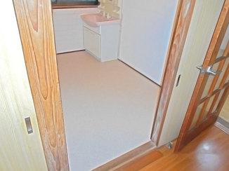 小工事 掃除がしやすく、濡れても傷まないクッションフロアの床