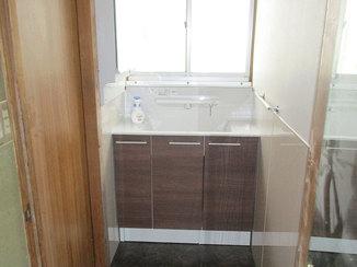 洗面リフォーム 収納力と機能性が上がり、清掃もしやすくなった洗面台