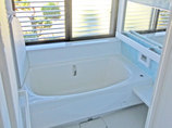 バスルームリフォーム収納も兼ねた手すりで快適に入浴できる浴室