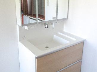 洗面リフォーム 収納スペースが広く、お手入れしやすい洗面台