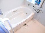 バスルームリフォームすべりにくく冷たくない床で高齢者も安心して入れるお風呂