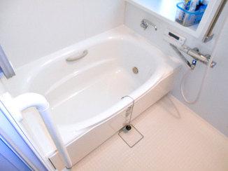 バスルームリフォーム すべりにくく冷たくない床で高齢者も安心して入れるお風呂