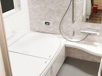 バスルームリフォーム アクセントパネルでおしゃれに仕上げる、断熱仕様のあたたかいバスルーム