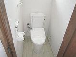 トイレリフォーム防水性の床と汚れが落ちやすい便器の、お掃除しやすいトイレ