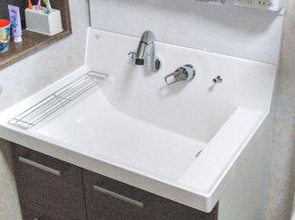 洗面リフォーム 広いボウルが使いやすい、お手入れがかんたんな洗面台