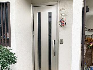 エクステリアリフォーム 玄関まわりの印象を明るくするアルミ製ドア