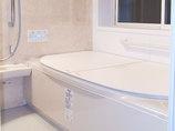バスルームリフォーム安全に入れる手すり付きの温かいお風呂