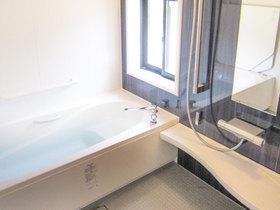 バスルームリフォーム掃除しやすくバリアフリーの、老後も安心ユニットバス