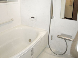 バスルームリフォーム 保温機能がついた、清掃性の高い快適ユニットバス